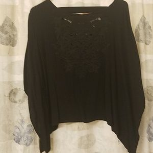 Really pretty batwing top with beautiful detailing